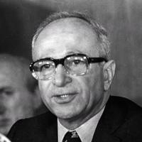 BÜLEND ULUSU : 5 ağustos 1982'de PSYLOCİBİNE, MESCALİNE, PSİLOCİNE, DMT..maddelerini yasakladı (Başbakan).
